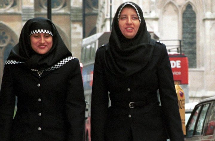 2001-05-16 18:53:00 LDN03 - 20010101 - LONDON, UNITED KINGDOM : A recent undated photo shows two metropolitan police officers wearing hijab head-dresses on patrol in central London. The Metropolitan police are the first police force in Britain to announce the new headdress for Muslim officers, part of their committment to introduce greater recognition of cultural diversity. EPA PHOTO AFP/METROPOLITAN POLICE/BF-amd