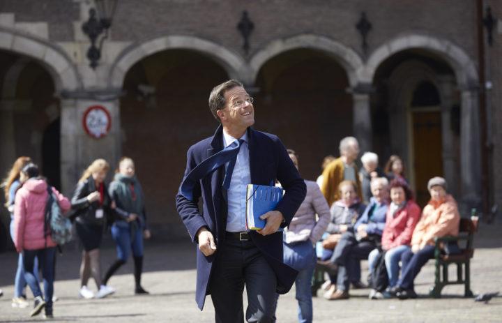 2017-05-08 14:46:41 DEN HAAG - Mark Rutte (VVD) op het Binnenhof voor aanvang van de formatiegesprekken met informateur Edith Schippers, na de lunchpauze. ANP MARTIJN BEEKMAN