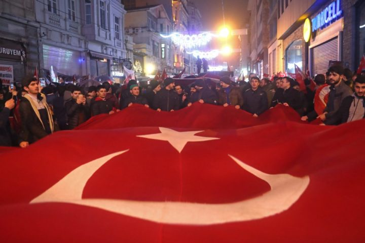 2017-03-12 00:45:04 epa05843308 Supporters of Turkish President Recep Tayyip Erdogan shout slogans against Netherlands and hold Turkish flags in front of Netherlands' consulate in Istanbul, Turkey, early 12 March 2017. The Turkish Minister of Foreign Affairs Mevlut Cavusoglu had planned a speech in the Turkish Consul's residence in Hillegersberg, Rotterdam, but his flight to the Netherlands was cancelled. EPA/SEDAT SUNA