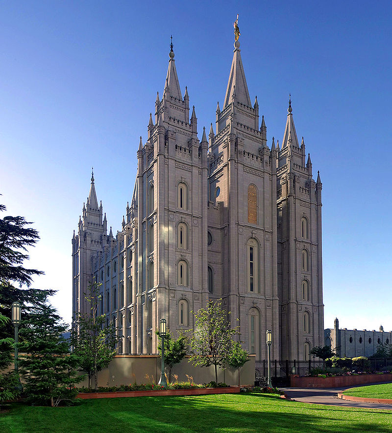 800px-salt_lake_temple_utah_-_sept_2004-2