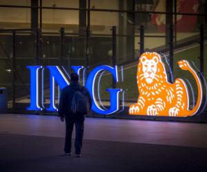 2015-04-14 20:04:08 AMSTERDAM - Exterieur van het hoofdkantoor van ING bij avond. ANP XTRA LEX VAN LIESHOUT