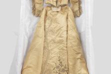 Expositie over oude jurken en een jonkvrouw
