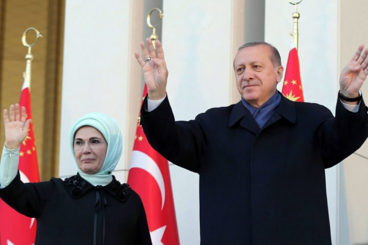 TURKEY-POLITICS-REFERENDUM-VOTE-REACTIONS