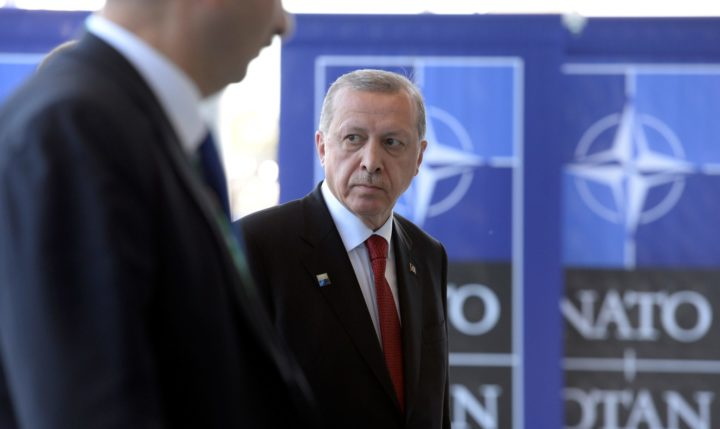 2017-05-25 16:43:15 Turkish President Recep Tayyip Erdogan arrives for a meeting during the NATO (North Atlantic Treaty Organization) summit at the NATO headquarters, in Brussels, on May 25, 2017. / AFP PHOTO / THIERRY CHARLIER