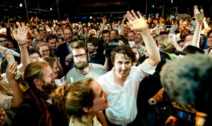 2017-03-16 00:28:13 AMSTERDAM - Fractievoorzitter Jesse Klaver tijdens de verkiezingsavond van GroenLinks in De Melkweg na de Tweede Kamerverkiezingen. ANP ROBIN VAN LONKHUIJSEN
