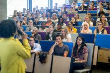 Verengelsing universiteiten gevolg van platte geldzucht