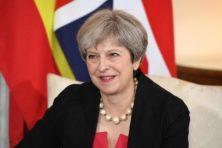 Theresa May met spoed naar Brussel