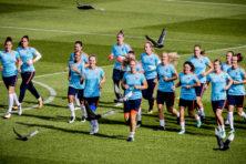 Vrouwenvoetbal emanciperen? Speel met een kleinere bal!