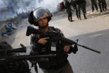 Agenten ontmantelen metaaldetectoren na hevig geweld