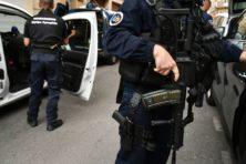 Auto rijdt in op terras: 'Meisje overleden'