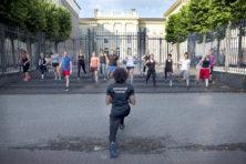 Sporters trainen in buitenlucht op bijzondere locaties