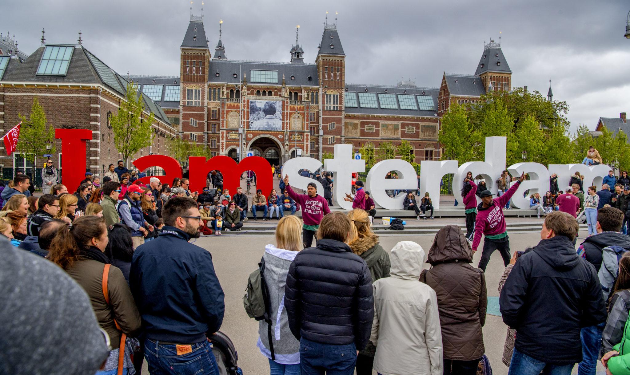Van der laan staat onaangekondigde antifa demonstratie for Demonstratie amsterdam