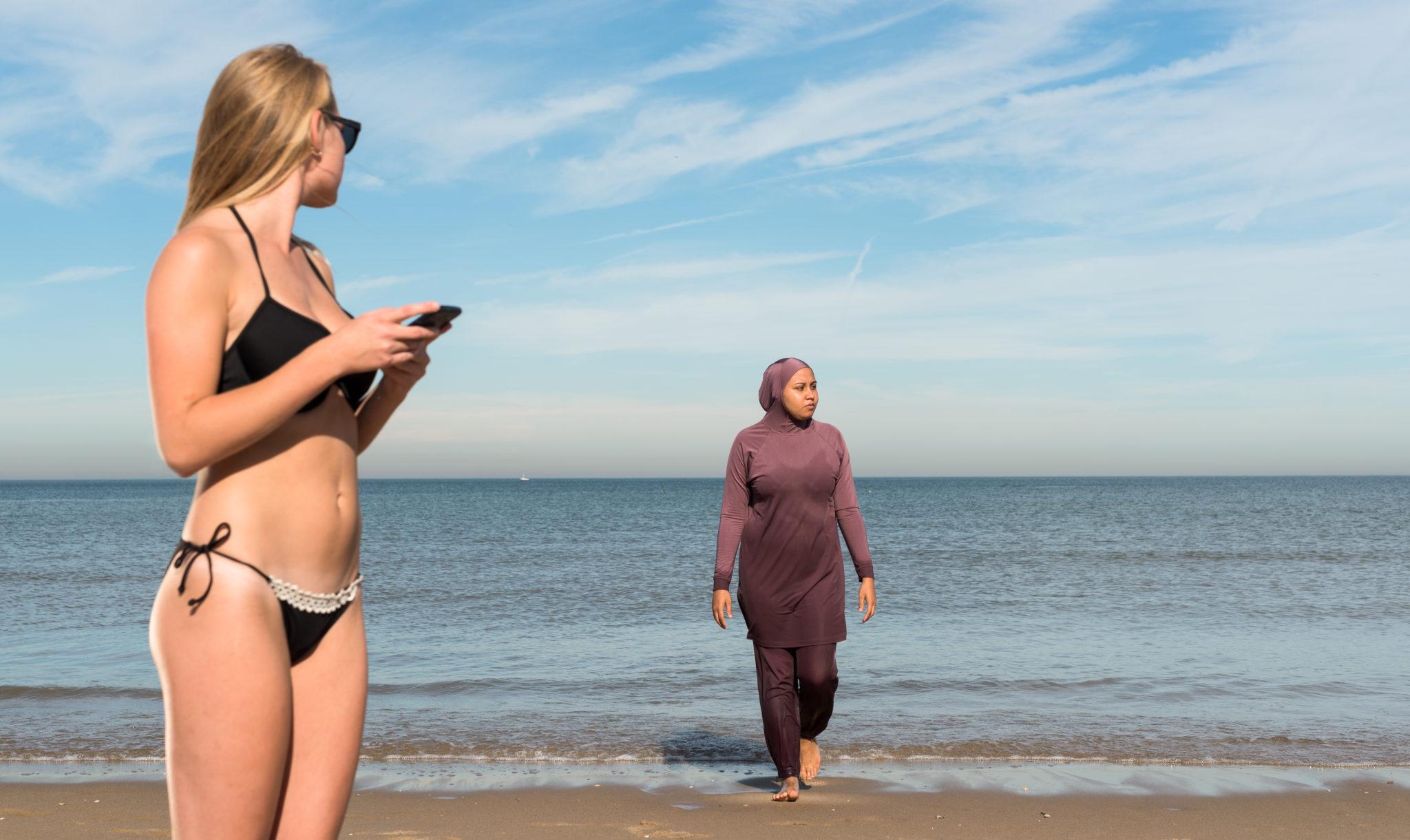 4f0e15ce4861f6 Algerijnse vrouwen willen bikini kunnen dragen op het strand - Elsevier  Weekblad
