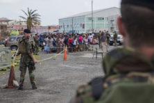 Premier: 'Mariniers keken toe bij plunderingen Sint-Maarten'