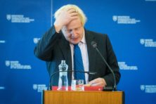 Tories starten 'disciplinair onderzoek' naar burqa-column Johnson