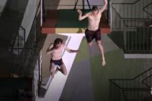 Springen van tien meter hoogte: wie durft?