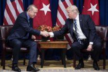 'Goede vrienden' Trump en Erdogan prijzen elkaar