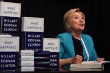 Clinton smeekt ambtenaren niet 'weg te lopen' bij Trump