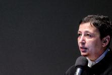 Stedelijk-directeur Ruf stapt op na commotie over bijklussen