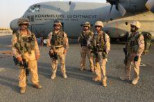 Nederlandse vliegers droppen wapens in complexe oorlog