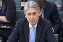 Britse minister Hammond noemt EU 'onze vijand'