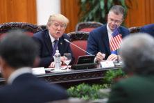 Wie houdt Trump van druk op de Rode Knop?