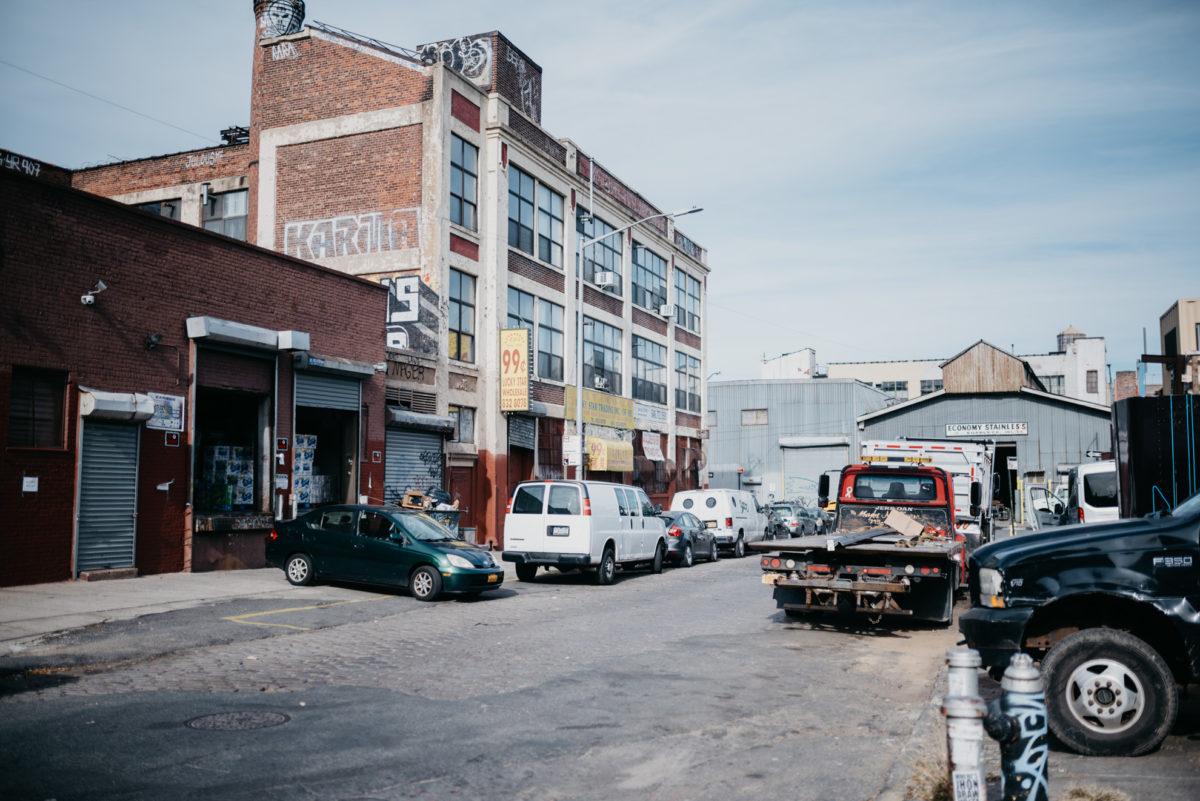 In het stadsdeel zijn de sporen van het industriële verleden goed zichtbaar