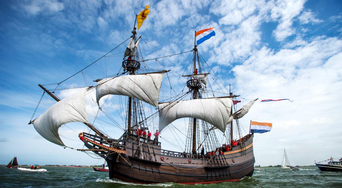 Replica van het VOC-schip Halve Maen, waarmee Manhattan werd ontdekt
