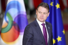 Minister Halbe Zijlstra durft niet veel te zeggen