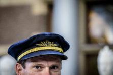Jammer: KLM doet pilotenpet in de ban