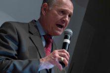Omstreden Roy Moore verliest Senaatsverkiezingen