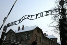 Wereld herdenkt 75 jaar Holocaust, controverses rond herdenking