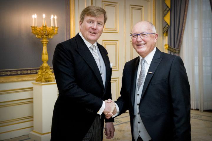 Koning Willem-alexander ontvangt geloofsbrieven van Pete Hoekstra