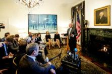 Trumps nieuwe man in Den Haag loopt direct in het mes