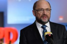 Schulz helpt Merkel aan een vierde termijn