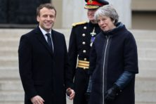 May belooft meer geld aan Macron, stuit op kritiek