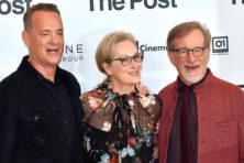 Tom Hanks looft 'the greatest country on earth'