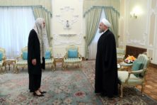 Ophef over hoofddoek minister Kaag in Iran