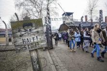 Jongeren verplicht tot bezoek aan gaskamers