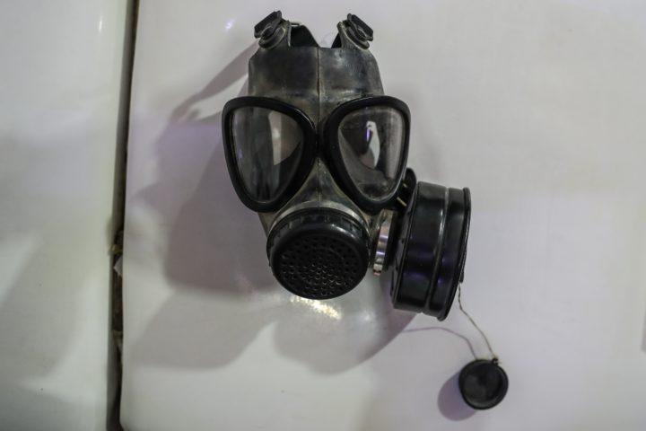 Gasmasker die wordt gebruikt door 'rebellen' in Oost-Ghouta, Syrië, 25 februari 2018