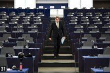 Verhofstadt: 'Orbáns niet-liberale democratie hoort niet in de EU'