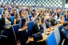 Weinig kans kort geding tegen Engels aan universiteiten