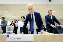 'Explosieve' onthulling in zaak-Wilders: 'Dit proces moet onmiddellijk stoppen'