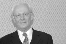 Tiddo Pieter Hofstee (1941-2018): Bescheiden topdiplomaat