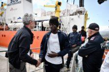 Impasse in Middellandse Zee: Italië en Malta laten asielschip niet toe