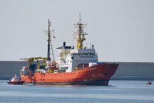 Dit zijn de schepen en organisaties die migranten oppikken