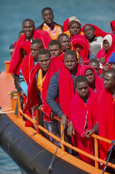 Immigratecrisis: Emigranten uit Afrika op weg naar Europa