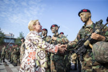 Waarom moet Amerikaan verdediging Nederland betalen?
