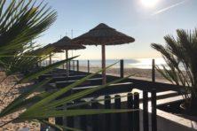 Zwijmelen aan het strand bij bistro Later aan Zee