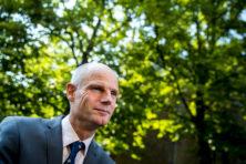 Stef Blok zegt sorry tegen Suriname